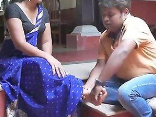 Desi Exposes Sexy Ankles Of Beautiful Amateur Indian Girl